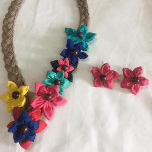 Wonderwheelstore | 12 | Colourful Flower Neckpiece 4